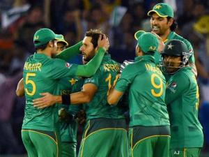 Pakistani players celebrate the wicket  of C Munro of New Zealand during the ICC World T20 match