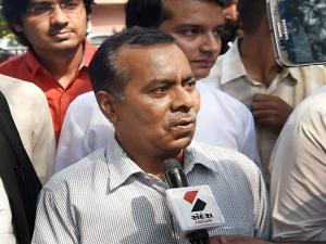 Nirbhaya's fater BN Singh talks to media