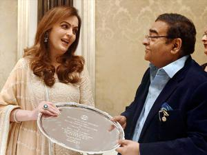 Nita Ambani being presented  'Pravinchandra V Gandhi award' for excellence in in public life by Rotary club of Mumbai