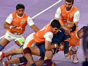 Bengal Warriors (blue) and Puneri Paltan (orange) players in action during Pro Kabaddi match