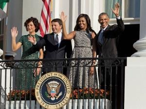 Barack Obama, Michelle Obama, Matteo Renzi, and  Agnese Landini, wave from the Truman Balcony of the White House