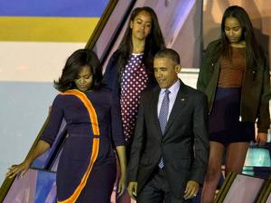 President Barack Obama exits Air Force One with first lady Michelle Obama and daughters Sasha, right, and Malia at the international Buenos Aires airport, Argentina