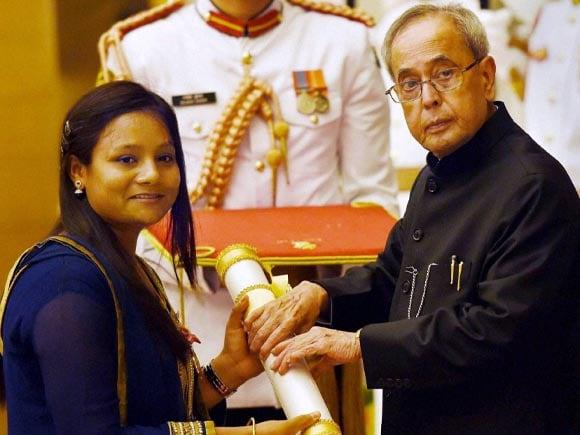 Padma Shri, Arunima Sinha, Padma Award, President of India, Pranab Mukherjee, Rashtrapati Bhavan