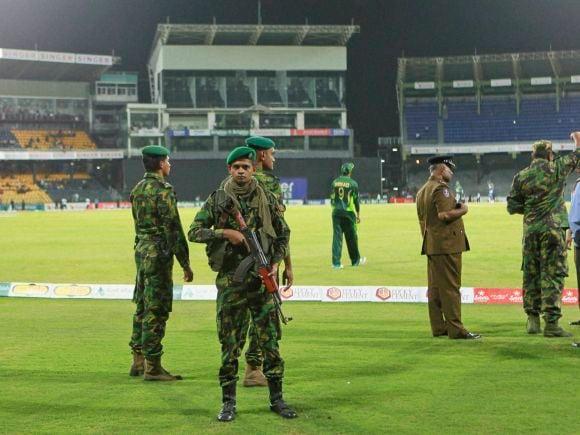 Police Commando, Angelo Mathews, Dilshan, Yasir Shah, Azhar Ali, Mohammad Hafeez, Ahmed Shehzad, Anwar Ali, Kaushal, Sharfraz Ahmed, Sachith Pathirana, Pakistan, Sri Lanka, Colombo, Cricket, 3rd ODI, ODI, International Cricket Match