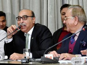 Former Pakistan Foreign Minister Khurshid Mahmud Kasuri and Pakistan's High Commissioner Abdul Basit