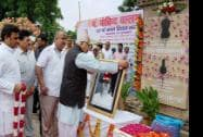 Uttar Pradesh Governor Ram Naik and Chief Minister Akhileh Yadav offering tributes to Pandit Govind Ballabh Pant
