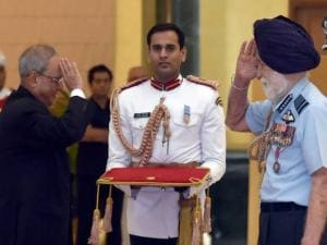 President Pranab Mukherjee felicitates the Marshal of the Indian Air Force Arjan Singh