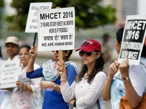 Parents of the students preparing for medical entrance exams, form a human chain to protest against the verdict of Supreme Court's on National Eligibility Entrance Test (NEET) in Mumbai (2)