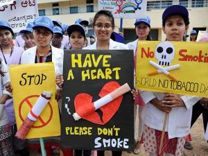 Students take part in a rally to mark the World No-Tobacco day in Bengaluru (2)