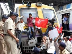 CPI(M) activists protest at Andheri Railway Station