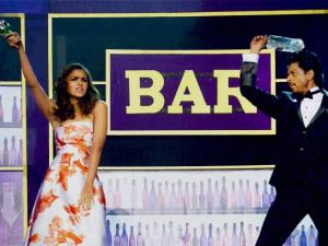 Shahrukh Khan and Alia Bhatt perform during the Filmfare Awards function