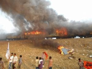 Kapu protests turn violent, protestors set Ratnachal express on fire