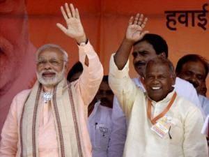 Prime Minister Narendra Modi with HAM chief Jitan Ram Manjhi