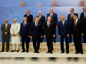 Modi poses for the picture at family picture of Shanghai Cooperation Organisation.