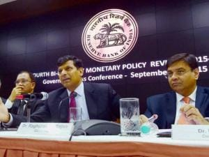 RBI Governor Raghuram Rajan with Deputy Governors R Gandhi, S S Mundra, H R Khan and Urjit Patel