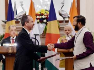 Prakash Javadekar shakes hands with Seychelles Minister of Foreign Affairs