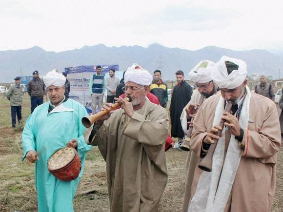 Kashmiri folk artists, Jammu and Kashmir Tourism, Jammu and Kashmir Tourism Department in Pampore, Pulwama district