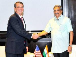 Defence Minister Manohar Parrikar shakes hands with US Secretary of Defence, Ashton Carter