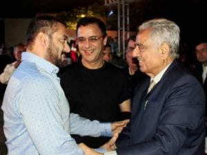 Mufti Mohammad Sayeed shakes hands with actor Salman Khan
