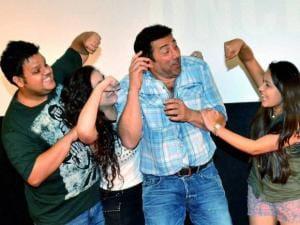 Rishabh Arora, Daina Khan, Sunny Deol, Aanchal Munjal and Shivam Patil
