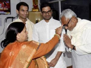 RJD leader Rabri Devi applying tikka to Bihar Chief Minister Nitish Kumar