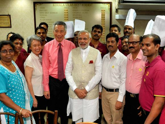 Prime Minister Narendra Modi, Singaporean counterpart Lee Hsien Loong, Restaurant Staff