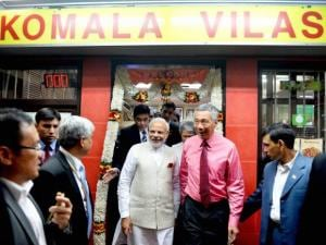Prime Minister Narendra Modi with  his Singaporean counterpart Lee Hsien Loong leaves