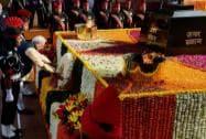 Prime Minister Narendra Modi laying wreath at the Amar Jawan Jyoti