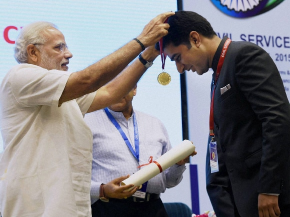 Prime Minister of India, Narendra Mod, Civil Services Day, IAS Officer, Deputy Commissioner of Kathua, Shahid Iqbal Choudhary