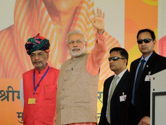 Narendra Modi,  Soil Health Card, Rajasthan Governor,  Kalyan Singh, Rajasthan Chief Minister,  Vasundhara Raje, Punjab CM,  Prakash Singh Badal, SHC