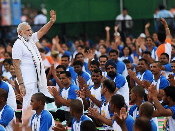 International Yoga Day 2016, Modi, Narendra Modi, International Day of Yoga, Yoga Camp, Yoga Day Event, Modi performing Yoga, Pranab Mukherjee