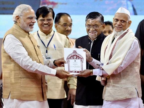 Narendra Modi, University of Madras, National Handloom Day, Jayalalithaa, PM meets Jayalalithaa, Modi meets Jayalalithaa, Chennai, Tamil Nadu
