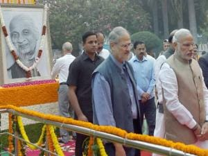Narendra Modi along with Najeeb Jung and Delhi Chief Minister, Arvind Kejriwal