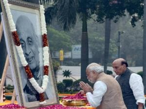 Prime Minister Narendra Modi paying tribute to Sardar Vallabhbhai Patel