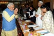 Prime Minister Narendra Modi exchanges greetings with Chief Minister of Rajasthan Vasundhara Raje