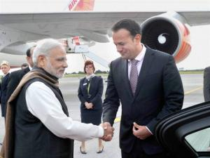 Prime Minister Narendra Modi is received by Health Minister of Ireland, Leo Varadkar