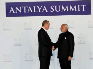 Narendra Modi being welcomed by the Turkish President Recep Tayyip Erdogan