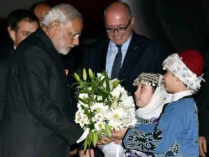 Prime Minister Narendra Modi being welcomed by Turkish children