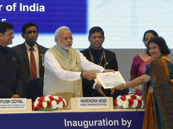 SBI chairman,  Arundhati Bhattacharya, Prime Minister of India, Narendra Modi, Piyush Goyal, Re-Invest 2015,  Renewable Energy,