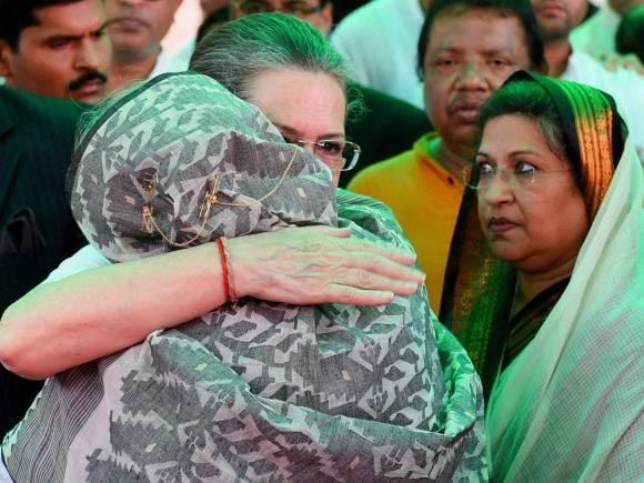 Sonia Gandhi, Prime Minister of Bangladesh, Sheikh Hasina, President of India, Pranab Mukherjee, Suvra Mukherjee