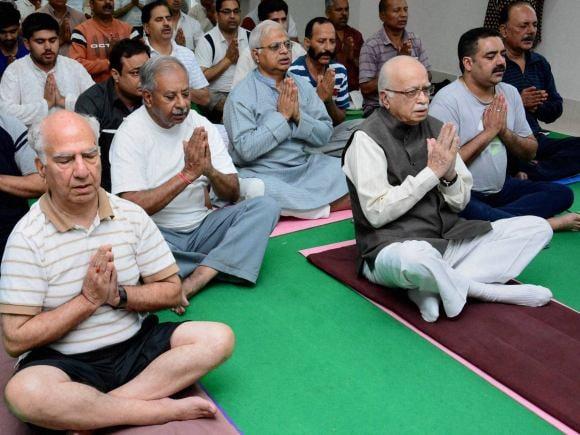 BJP, LK Advani, Former CM of Himachal Pradesh, Shanta Kumar, Yoga, World Yoga Day, International Yoga Day
