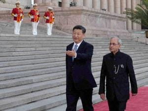 President Pranab Mukherjee with Chinese President Xi Jinping during his ceremonial welcome at Great Hall of the People in Beijing
