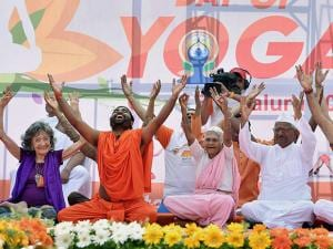 Anna Hazare, Swami Vachananand, yoga teachers Nanamma and Tao Porchon- Lynch