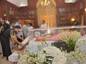 Dalbir Singh Suhag paying his last respects to the mortal remains of Suvra Mukherjee
