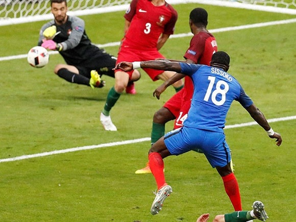 Portugal goalkeeper, Rui Patricio, Moussa Sissoko, Euro 2016 final, portugal vs france, portugal vs france final