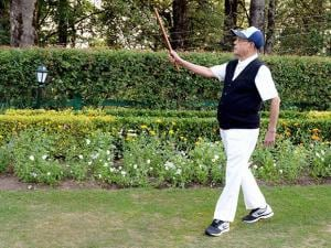 President  Pranab Mukherjee  walking at Retreat, Mashobra in Shimla 02
