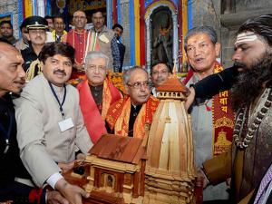 Pranab Mukherjee along with  Governor of Uttarakhand, KK Paul and Chief Minister of Uttarakhand Harish Rawat during a visit to Kedarnath Temple at Kedarnath