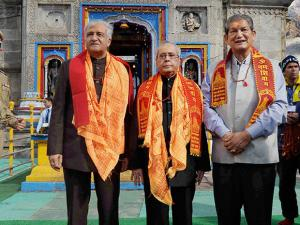 President Pranab Mukherjee along with  Governor of Uttarakhand, KK Paul and Chief Minister of Uttarakhand Harish Rawat during a visit to Kedarnath Temple at Kedarnath