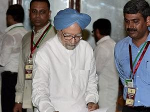 Former prime minister Manmohan Singh casts his vote in the Presidential Election.jpg