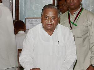 SP founder Mulayam Singh, casts his vote in the Presidential Election.jpg